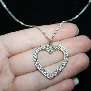 Beautiful silver and rhinestone heart necklace